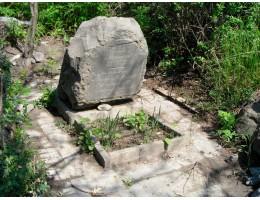 Зачем кладут камень на могилу?